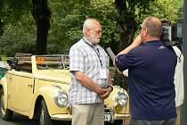 HISTORICKÉ Škodovky i Porsche vedle sebe přistály v sobotu na lázeňské kolonádě.