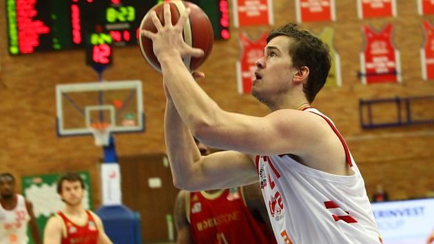 Z basketbalového utkání Kooperativa NBL Nymburk - Svitavy (10:5:74)
