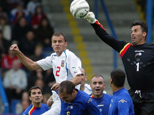 Vratislav Lokvenc v době své největší slávy, kdy oblékal reprezentační dres. Jeho silnou stránkou byla hra hlavou