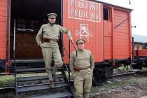 Celkem 14 vagónů, které jsou věrnou kopií vlaku, jímž před 100 lety putovali legionáři, dorazí a pro veřejnost se otevře dnes na železniční stanici Nymburk město.
