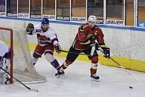 ZA KRATŠÍ KONEC zatím tahají v osmifinálové sérii hokejisté Nymburka. Ti prohrávají s Jabloncem nad Nisou už nula tři na zápasy. Další utkání se hraje v pátek v Nymburce.