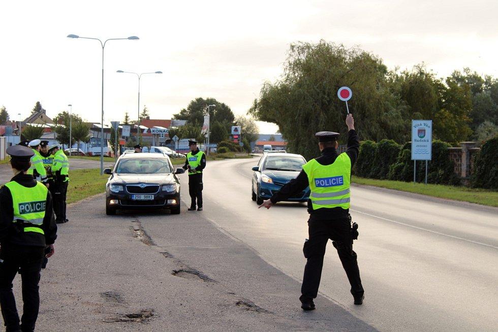 Budou policisté kontrolovat řidiče na hranicích okresů? Ilustrační foto.