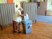 Volby na ZŠ Tyršova v Nymburce.