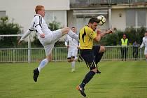 Z fotbalového utkání I.B třídy Uhlířské Janovice - Pátek (1:3)