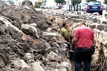 Náměstí Přemyslovců v Nymburce připomíná v těchto dnech katakomby.