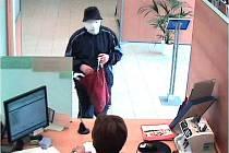 Lupič při přepadení banky v Nymburce