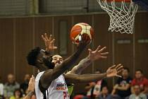 Z basketbalového utkání Ligy mistrů Nymburk - Aris Soluň (87:79)
