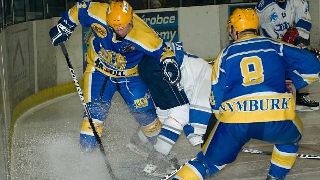 DERBY JE TADY. Už počtvrté se v letošní sezoně střetnou hokejové celky Nymburka a Kolína.  Hraje se v Nymburce.