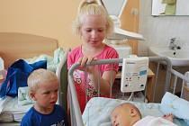 ZUZANKA SE JMENUJE PO MAMINCE. Zuzana Šťastná se narodila do rodiny Zuzany a Radka z Hořátve jako třetí potomek 16. července 2014 ve 13.13 hodin. Na novou sestřičku se těšili sourozenci Anička (7 let) a Štěpánek (3 roky).