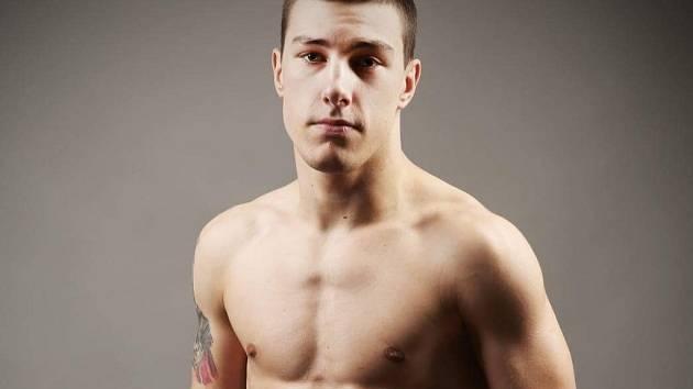 BOJOVNÍK. Jiří Němeček z Nymburka se pere v kleci. Zápasy MMA ho naplňují