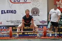 MISTR SVĚTA. Nymburský silový trojbojař Karel Ruso se stal v americkém Orlandu světovým šampionem ve dřepu. Celkově skončil na třetím místě