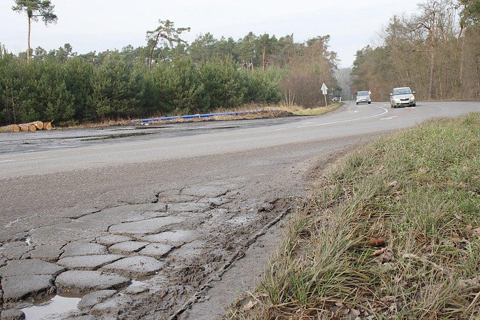 Kraj nechá opravit silnici od Starého Vestce až po Litol a také most přes Labe.
