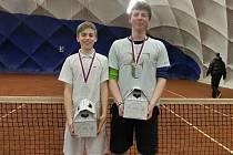 VÍTĚZOVÉ ČTYŘHRY Michael Vrbenský (vlevo) – Antonín Bolardt na poděbradském turnaji
