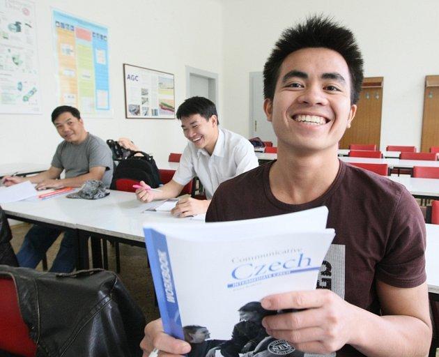 V Nymburce se budou učit česky dvě skupinky Vietnamců.