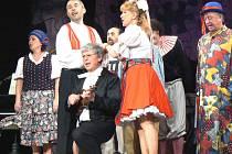 Opravdu svérázné pojetí Prodané nevěsty připravila pražská Ypsilonka