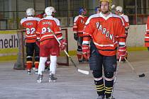 Z utkání semifinále amatérského mistrovství republiky v hokeji Baroni Nymburk - Kopřivnice (0:5 kontumačně)