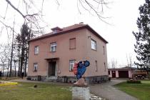Památník Josefa Lady v Hrusicích prošel v prvních měsících letošního roku částečnou rekonstrukcí a pro veřejnost byl zavřený. Znovu by se měl otevřít ve středu 21. března.