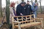 Součástí oslav 170. výročí narození Josefa Lady byl i křest lavičky