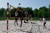 KONEČNĚ. Po dlouhé zimě se odehrál první turnaj beachvolejbalového klubu v Poděbradech