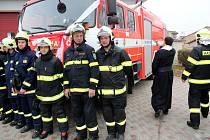 Slavnostní předání hasičského auta v Kounicích se konalo v sobotu dopoledne.