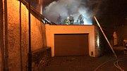 Noční požár přístavku domu spolykal statisíce