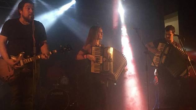 Tři punkové kapely vystoupily v kulturáku v Městci.