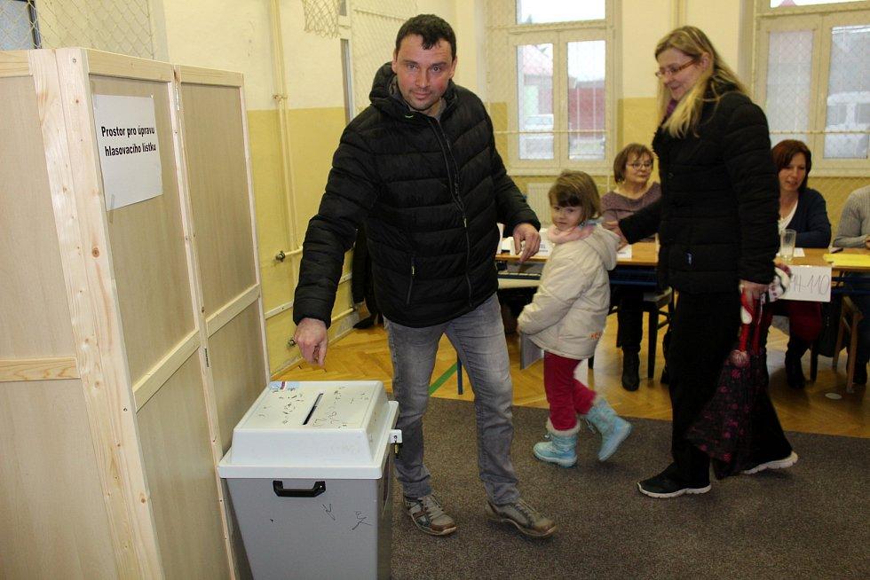V Městci Králové poprvé volili na základní škole.