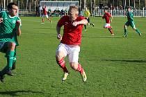 Z okresního fotbalového derby krajského přeboru Ostrá - Semice (1:0)