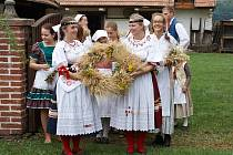 DOŽÍNKY. Nejkrásnější akce připomínající staročeské tradice, která se každoročně koná v přerovském skanzenu a možná se v budoucnosti bude konat i v prostorách zámku.