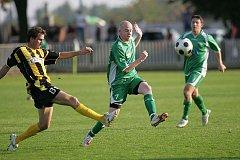 Z okresního fotbalového derby krajského přeboru Polaban Nymburk - Litol (1:0)