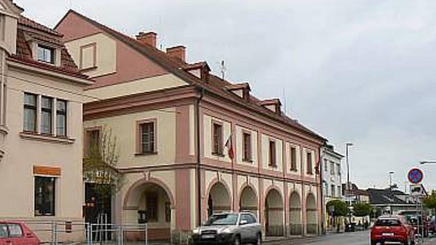Radnice v Lysé.