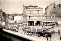 Nymburské náměstí 21. srpna 1968 foceno tajně z balkónu jednoho z okolních bytů.