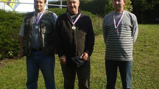 Na fotu zleva: druhý Pavel Pulda, uprostřed vítěz František Litera a třetí Tomáš Vrátný