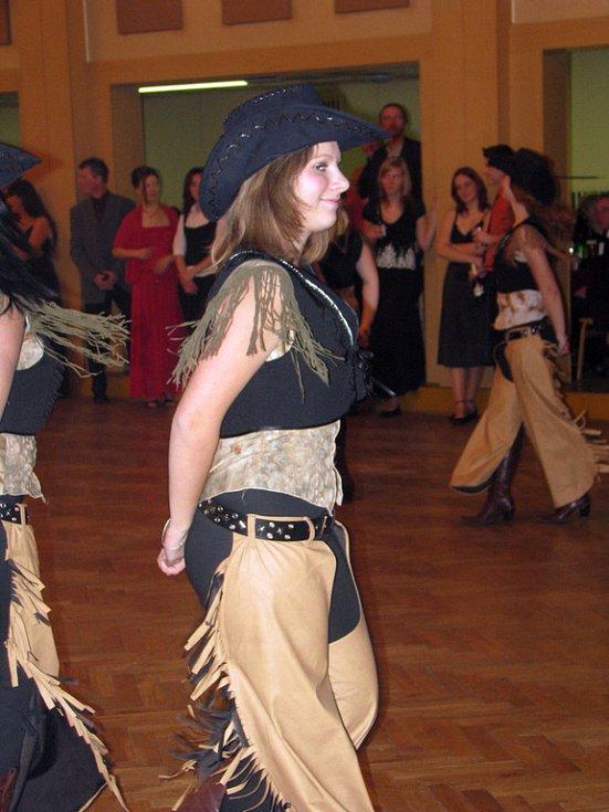 Fotbalisté uspořádali už tradiční ples v čelákovickém kulturním domě.