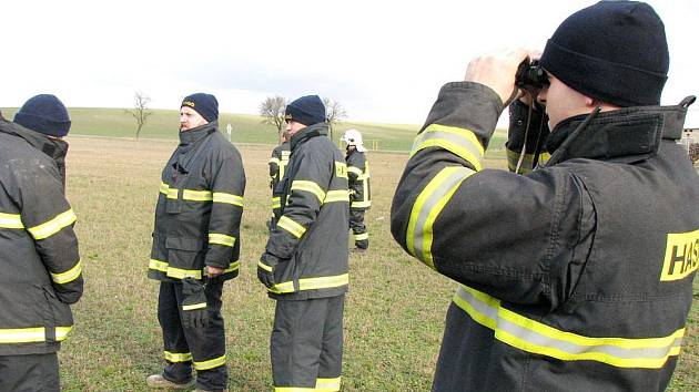 Hasiči a policisté pátrali v okolí Vinice a Městce Králové.