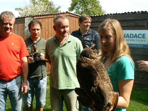 Členové ochotnického souboru se seznámili s obyvateli Záchranné stanice pro zraněná zvířata v Pátku.