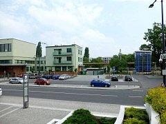 Na vizualizaci je přesně vidět budoucí umístění cyklověže vpravo vedle budovy nádraží a jeho podchodu.