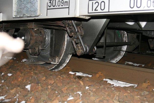 Vykolejený vlak u Libice nad Cidlinou