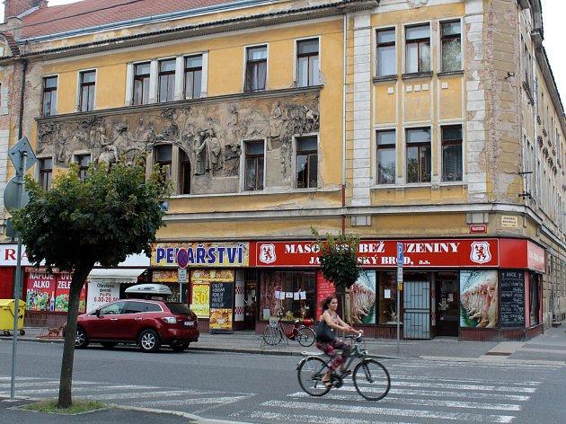 Dům na rohu Palackého a Komenského ulice.