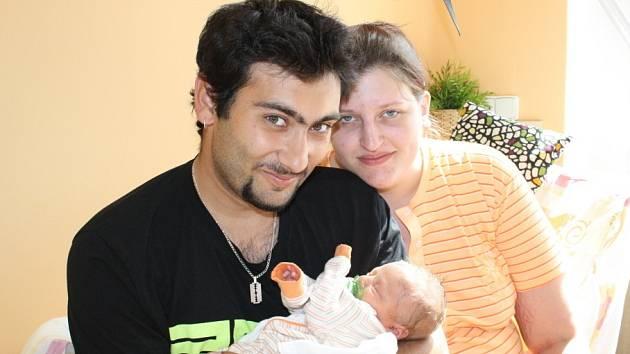 DAN JE PRVOROZENÝ. Dan Marcin se narodil do rodiny Barbory a Marcela z Poděbrad 18. května 2013 v 8.47 hodin. Vážil přesně tři kilogramya měřil 47 cm. Rodiče si svého prvorozeného potomka nechali dopředu prozradit.