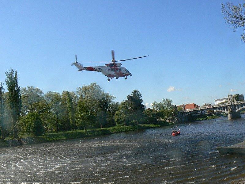 Záchranáři zasahovali na Labi v rámci akce Lodě na Labi