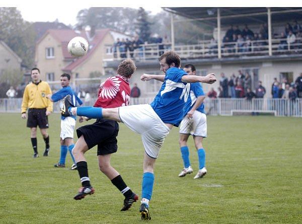 Fotbalisté Unionu Čelákovice skončili svoji pouť Pohárem ČMFS hned v prvním kole. Na svém stadionu U hájku prohráli s třetiligovým Kolínem.