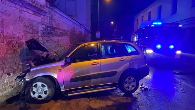 Dopravní nehoda: střet dvou osobních automobilů v Poděbradech.