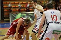 Z basketbalového utkání play off Nymburk - Svitavy (107:70)