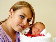 DAVID SE JMENUJE PO TÁTOVI. Davídek Votruba se narodil v sobotu 11. listopadu 2017 ve 23.08 hodin s mírami 48 cm a 2 980 g. Rodiče David Votruba a Klára Jílková se  radují doma v Nymburce.