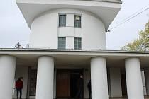V rámci akce Brány památek dokořán se mohli Nymburáci poprvé podívat do obřadní síně a kolumbária nymburského krematoria, tedy nové Národní kulturní památky, kterou stát vyhlásil letos v únoru.