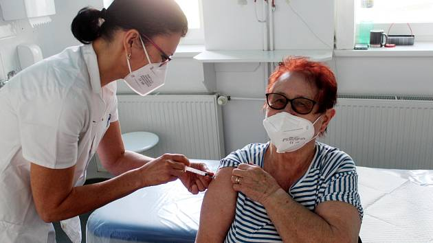 Očkovací centrum v královéměstecké nemocnici.