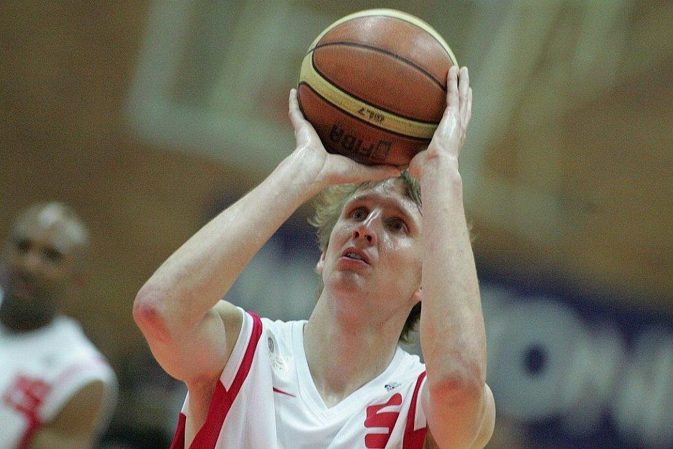 Z finálového zápasu nejvyšší soutěže basketbalistů Nymburk - Nový Jičín