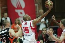 Z prvního finálového zápasu nejvyšší soutěže basketbalistů Nymburk - Nový Jičín (67:64)