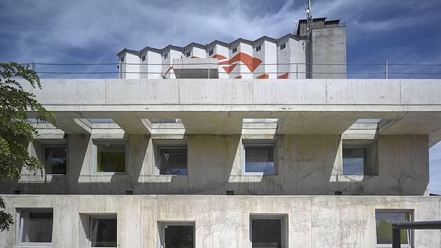 Administrativní budova ve Strančicích (Strančice-Svojšovice) Autor: David Levačka Kraus